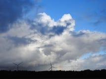 Στρόβιλοι και ουράνιο τόξο αιολικής ενέργειας Στοκ φωτογραφίες με δικαίωμα ελεύθερης χρήσης