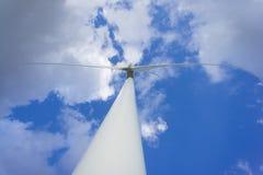 Στρόβιλος αιολικής ενέργειας που παράγει την ηλεκτρική ενέργεια Ισχύς Eco Στοκ Εικόνα