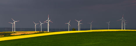 Στρόβιλοι αιολικής ενέργειας Στοκ Φωτογραφίες