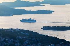 Στρώματα του βουνού στην αδριατική θάλασσα Ηλιοβασίλεμα dubrovnik Κροατία Στοκ Εικόνες
