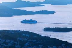 Στρώματα του βουνού στην αδριατική θάλασσα Ηλιοβασίλεμα dubrovnik Κροατία Στοκ Φωτογραφίες