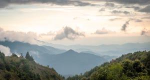 Στρώματα του βουνού στοκ φωτογραφία με δικαίωμα ελεύθερης χρήσης
