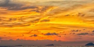 Στρώματα των χρωμάτων κατά τη διάρκεια του ηλιοβασιλέματος Στοκ Εικόνες