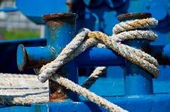 Στυλίσκοι και σφήνες με τα σχοινιά Στοκ Φωτογραφία