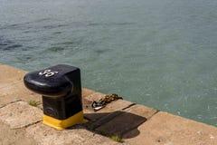 Στυλίσκος αριθμός 36 στο λιμένα Huelva έτοιμο να λάβει μια πρόσδεση στοκ φωτογραφία
