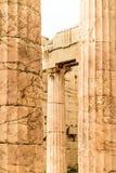 Στυλοβάτες των μνημειακών πυλών propylaea στην ακρόπολη στοκ εικόνα με δικαίωμα ελεύθερης χρήσης