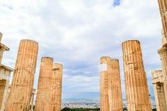 Στυλοβάτες των μνημειακών πυλών propylaea στην ακρόπολη στοκ φωτογραφία με δικαίωμα ελεύθερης χρήσης