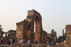 Στυλοβάτης Ashoka, Qutub Minar σύνθετο Στοκ Εικόνα