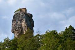 Στυλοβάτης Katskhi, μοναστήρι στη στήλη, Γεωργία στοκ φωτογραφία
