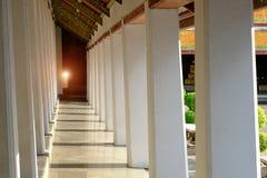 Στυλοβάτης εκκλησιών μέσα του ναού Wat Suthattepwararam Στοκ εικόνες με δικαίωμα ελεύθερης χρήσης