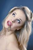 στόμα κοριτσιών σκουλαρικιών στοκ εικόνες