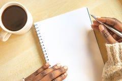 2019 στόχοι και κατάλογος έτους σχετικά με χαρτί Ψήφισμα του νέου έτους σχετικά με το σημειωματάριο Έννοια επιτυχίας στόχων τοπ ά στοκ φωτογραφία