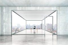 Συγκεκριμένες εσωτερικές γραφείο και καρέκλα Στοκ φωτογραφία με δικαίωμα ελεύθερης χρήσης