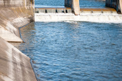 Συγκεκριμένες πύλες πλημμυρών Στοκ εικόνα με δικαίωμα ελεύθερης χρήσης