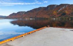 Συγκεκριμένη αποβάθρα για την πρόσδεση πορθμείων, Νορβηγία στοκ εικόνες