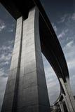 Συγκεκριμένη γέφυρα εθνικών οδών πολυ-δοκών Στοκ φωτογραφία με δικαίωμα ελεύθερης χρήσης