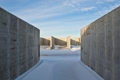 Συγκεκριμένη κατασκευή στο υπόβαθρο του χειμερινού τοπίου στοκ εικόνες