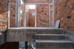 Συγκεκριμένη δομή τσιμέντου σκαλών στο κατοικημένο σπίτι Στοκ Φωτογραφία