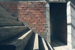 Συγκεκριμένη δομή τσιμέντου σκαλών στο κατοικημένο σπίτι Στοκ Φωτογραφίες
