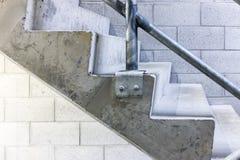 Συγκεκριμένη πλάγια όψη σκαλοπατιών Στοκ εικόνες με δικαίωμα ελεύθερης χρήσης