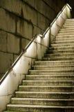 Συγκεκριμένη σκάλα που οδηγεί πρός τα πάνω Στοκ Φωτογραφία