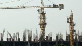 Συγκεκριμένη φόρμα οργάνωσης εργαζομένων στο εργοτάξιο οικοδομής, χρονικό σφάλμα φιλμ μικρού μήκους