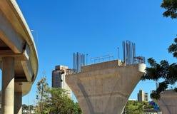Συγκεκριμένος πύργος μονοτρόχιων σιδηροδρόμων κάτω από την κατασκευή Στοκ εικόνες με δικαίωμα ελεύθερης χρήσης