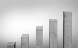 Συγκεκριμένο διαφορετικό μέγεθος γκρίζων φραγμών που στέκεται στη διαταγή ανόδου Στοκ φωτογραφία με δικαίωμα ελεύθερης χρήσης