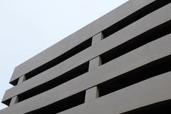 Συγκεκριμένο κτήριο υπαίθριων σταθμών αυτοκινήτων Στοκ Φωτογραφία