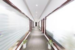 Συγκεχυμένος διάδρομος γραφείων στοκ εικόνες με δικαίωμα ελεύθερης χρήσης