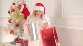Συγκινήσεις αγορών και δώρων Χριστουγέννων Χαρούμενα Χριστούγεννα και καλή χρονιά Επιθυμία εσείς Χαρούμενα Χριστούγεννα Κορίτσι Χ φιλμ μικρού μήκους