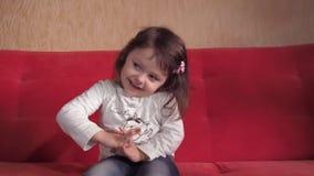 Συγκινήσεις ενός όμορφου μικρού κοριτσιού φιλμ μικρού μήκους