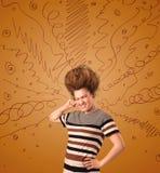 Συγκινημένη νέα γυναίκα με το ακραίο hairtsyle και συρμένες τις χέρι γραμμές Στοκ φωτογραφία με δικαίωμα ελεύθερης χρήσης