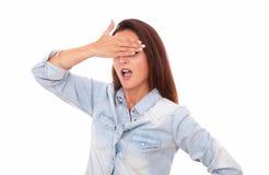 Συγκινημένη όμορφη γυναίκα που κλείνει τα μάτια της στοκ εικόνες με δικαίωμα ελεύθερης χρήσης