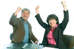 συγκινημένοι συνεργάτε&sig Στοκ φωτογραφία με δικαίωμα ελεύθερης χρήσης