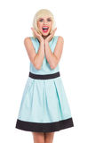 Συγκινημένο ξανθό κορίτσι κομψότητας Στοκ φωτογραφίες με δικαίωμα ελεύθερης χρήσης