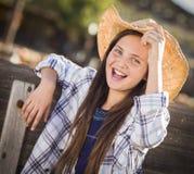 Συγκινημένο πορτρέτο κοριτσιών Preteen στο μπάλωμα κολοκύθας Στοκ Εικόνα