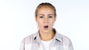 Συγκλονίζοντας ειδήσεις, που ανατρέπονται, πορτρέτο του όμορφου κοριτσιού στον κλονισμό, άσπρο υπόβαθρο Στοκ φωτογραφίες με δικαίωμα ελεύθερης χρήσης