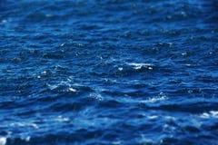 Συγκρατημένα τραχιά θάλασσα, μικροσκοπικό ύφος Στοκ εικόνες με δικαίωμα ελεύθερης χρήσης