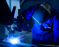 συγκόλληση χειριστών μηχ&a Στοκ φωτογραφία με δικαίωμα ελεύθερης χρήσης