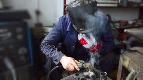 Συγκόλληση βιομηχανικών εργατών απόθεμα βίντεο