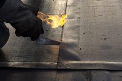 Συγκόλληση μιας αδιάβροχης θήκης Στοκ φωτογραφία με δικαίωμα ελεύθερης χρήσης