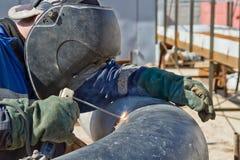 Συγκόλληση ρίζας συγκόλλησης οξυγονοκολλητών από μέσα του μεγάλου σωλήνα Στοκ Εικόνες