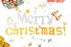 Συγχαρητήρια επιγραφής στη Χαρούμενα Χριστούγεννα και ευτυχές νέο Yea στοκ φωτογραφίες
