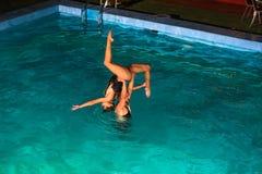 Συγχρονισμένοι κολυμβητές/χορευτές aqua Στοκ Φωτογραφίες