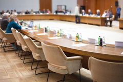Συζήτηση διασκέψεων στρογγυλής τραπέζης Στοκ φωτογραφία με δικαίωμα ελεύθερης χρήσης