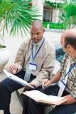 Συζήτηση των επιχειρησιακών ιδεών στοκ φωτογραφία