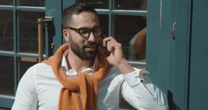 Συζήτηση smartphone επιχειρηματιών απόθεμα βίντεο