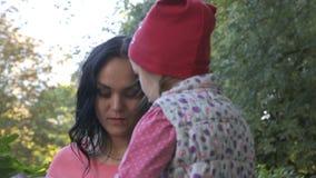 Συζητήσεις μητέρων με την λίγη κόρη φιλμ μικρού μήκους