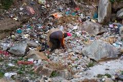 Συλλέκτης απορριμάτων στην εργασία στην Ινδία στοκ εικόνα με δικαίωμα ελεύθερης χρήσης